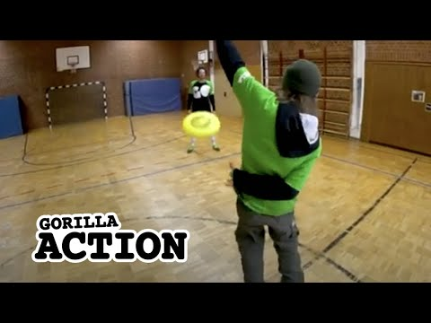 Freestyle-Frisbee – Behind The Back Throw * GORILLA Frisbee Tutorial #14