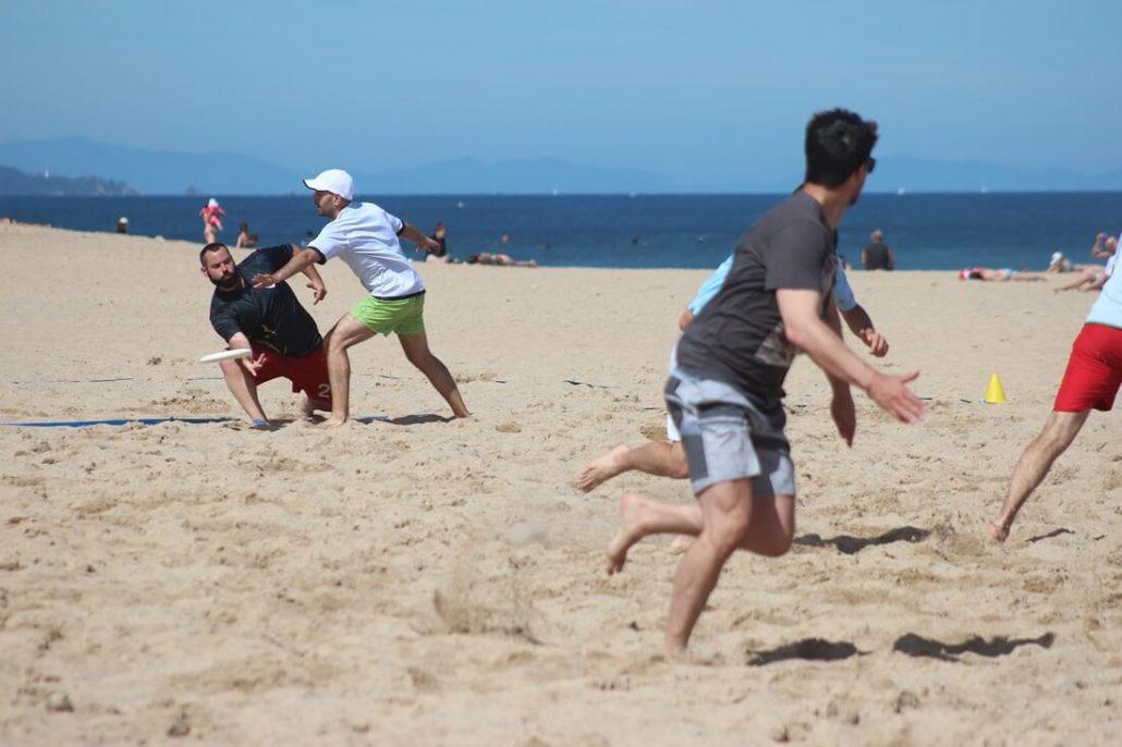 Ultimate Beach Frisbee
